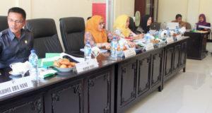 Komisi I DPRD Bolmut saat lakukan Hearing Dengar Pendapat dengan PT PLN Persero dan PT Bukit Sion