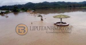 foto tampak Wilayah Bolmut desa Busisingo Kecamatan Bintauna yang terendam banjir