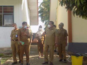 Bupati Bolmut bersama pimpinan SKPD saat mendatangi sekolah