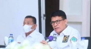 Anggota DPD RI Djafar Alkatiri saat mengunjungi Bolmut